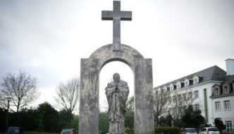 """French """"Free Thinkers"""" who denounced Christian cross now plead for Islamic mosque"""