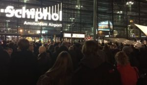 Netherlands: Man threatens people with knife at Amsterdam's Schiphol airport, cops say not a terror incident
