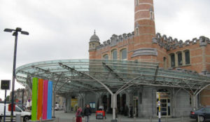 Belgium: Train station entrance closed after man charges at police with a knife