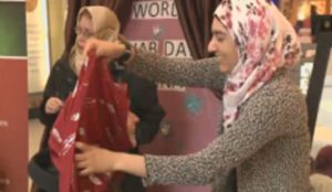 Hijab hailed in Canadian mall in ICNA-hosted outreach