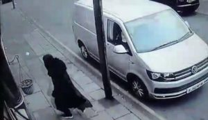 UK: Gang dressed in burkas stole $136,000 of jewelry and watches