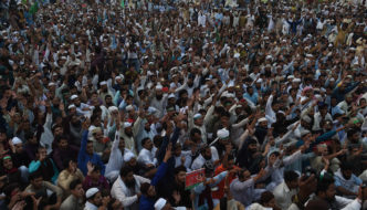 Pakistan: Thousands of Muslims rally to demand death for Christian woman accused of blasphemy