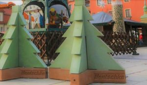 German city protects its Christmas market from vehicular jihad massacres with concrete Christmas trees as barriers
