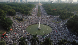 Indonesia: Tens of thousands of Muslims rally to celebrate ousting of Christian governor who was accused of blasphemy