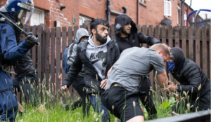 UK: Muslim Defense League hurl bricks at Tommy Robinson and supporters at campaign stop