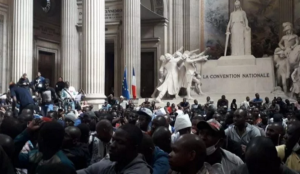 Paris: hundreds of illegal migrants from Africa storm Pantheon, demand papers, housing