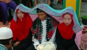 "Moderate Indonesia: Muslim marries his two girlfriends at once ""so nobody gets hurt"""