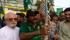 "Pakistan former cricketer threatens India: ""If I can hit a six with a bat, can't I kill a man with a sword?"""
