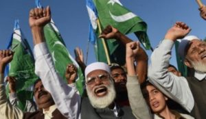 Islamic Republic of Pakistan: Muslim mob destroys a Catholic church