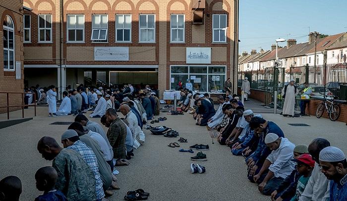 UK: Islamic groups seeking to make broadcast of call to prayer ...