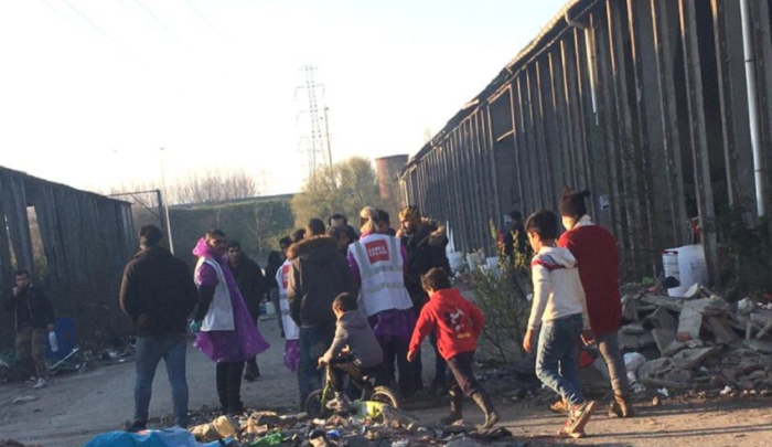 UK: Home Secretary wants to keep housing illegal migrants in camp amid COVID outbreak thumbnail