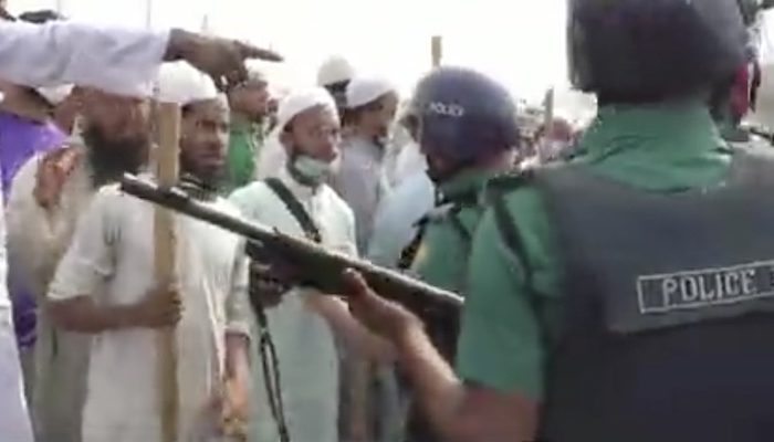 Bangladesh: Muslims attack Hindu temples, train, government offices, stone police in rage over Modi visit