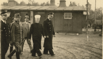 https://www.jihadwatch.org/wp-content/uploads/2021/04/Haj-Amin-al-Husseini-at-concentration-camp-332x190.png