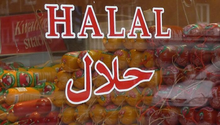 India: Muslims force-feed raw meat to Christian for selling non-halal meat, torch his delivery trucks