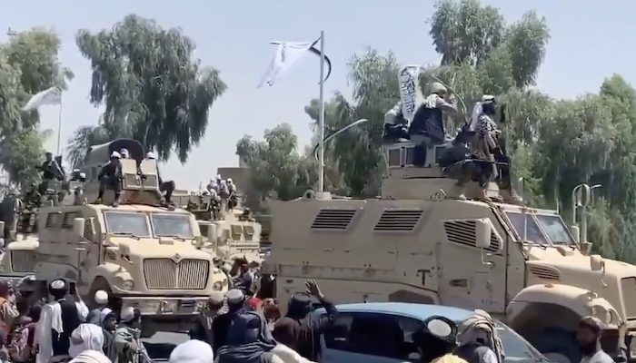 Afghanistan: Taliban hold military parade with US equipment